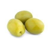 Hög av gröna oliv som isoleras på vit Royaltyfri Foto