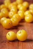 Hög av gula plommoner Fotografering för Bildbyråer