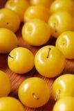 Hög av gula plommoner Arkivfoto
