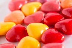 Hög av hjärta formad bakgrund för sötsaker för valentindaggodis Arkivbilder