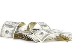 Hög av hundra dollarräkningar USA. Royaltyfri Foto