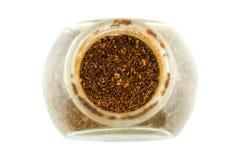 Hög av isolerade flingor för röd peppar Arkivfoto