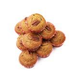 Hög av isolerade muffin för pecannötmutter Royaltyfria Bilder