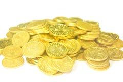 Hög av isolerade mynt Royaltyfri Fotografi