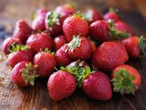 Hög av jordgubbar Arkivfoton
