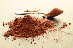 Hög av kakaopulver Arkivfoto