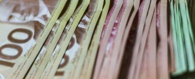 Hög av kanadensiska pengar arkivfoton