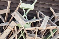Hög av kaotiska träkonstruktioner royaltyfria foton