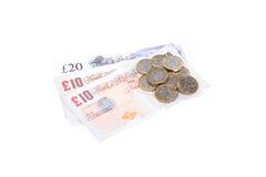 Hög av kassa med brittiska pund arkivbilder