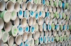 Hög av keramiska vaser, hyllor med den keramiska krukan Royaltyfria Bilder