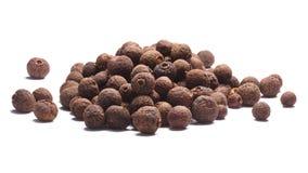 Hög av kryddpeppar-Pimenta dioicafrukter, banor Royaltyfria Foton