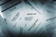 Hög av lagliga dokument arkivbild
