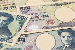 Hög av många typJapan sedlar bakgrund, yenvaluta arkivbild