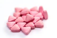 Hög av medicinska rosa preventivpillerar Arkivbilder