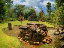 Hög av monumentstenen bredvid den Sumberawan templet Royaltyfri Fotografi