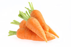 Hög av morötter som isoleras på white Arkivfoton