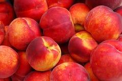 Hög av ny organisk persikabakgrund Royaltyfri Bild