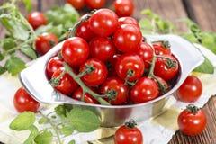 Hög av nya Cherry Tomatoes Arkivfoto