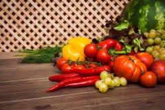 Hög av nya frukter och grönsaker Royaltyfria Foton
