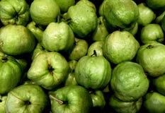 Hög av nya guavor Royaltyfria Bilder