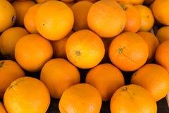 Hög av orange frukt Royaltyfri Bild