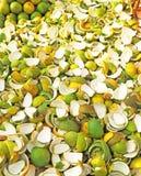 Hög av orange skalningar Indien Arkivbilder