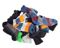 Hög av osorterade sockor. Isolerat på vit Royaltyfri Fotografi