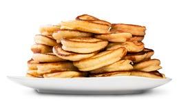 Hög av pannkakor på en vit platta Royaltyfri Foto