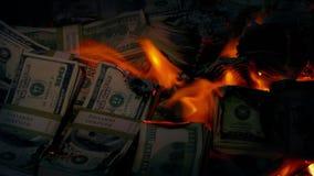Hög av pengarbränningen lager videofilmer