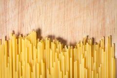 Hög av rå spagetti Arkivfoto