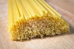 Hög av rå spagetti Arkivbild