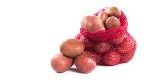 Hög av röda potatisar på vit bakgrund Royaltyfria Foton