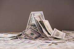 Hög av sedlar av hundra oss dollar Royaltyfri Fotografi
