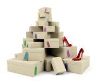 Hög av skoaskar med röda hög-heeled skor Royaltyfria Bilder