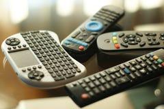 Hög av televisionfjärrkontrollkontrollanter Fotografering för Bildbyråer