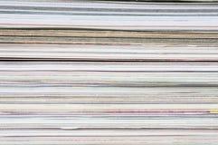 Hög av tidskrifter Arkivbilder