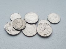 Hög av tiocentaren och fjärdedelar för frihet för USA-myntvaluta från direkt över royaltyfria bilder