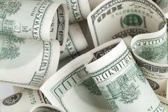 Hög av USD för Förenta staternadollar sedlar Arkivbilder