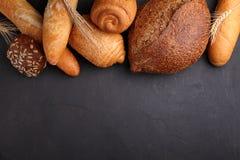 Hög av utsmyckat bröd arkivfoton