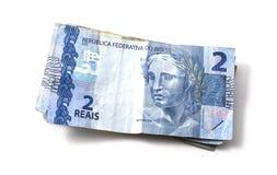 Hög av verkliga två & x28; reais& x29; Brasilianska sedlar Arkivbild