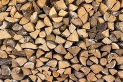 Hög av wood journaler Arkivbilder