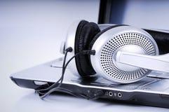 hög bärbar dator för fi-headphone Arkivbilder