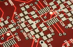 hög bakgrund - tech Närbildfoto, röd strömkrets Futuristisk makrodesign för Cyberpunk Royaltyfri Fotografi
