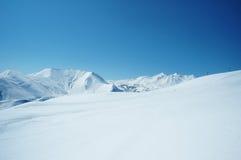 hög bergsnow under Arkivbild