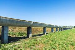 Hög bevattningkanal som göras av cement Royaltyfria Foton