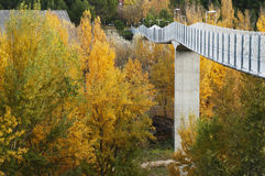 Hög bro i Cuenca Arkivbilder