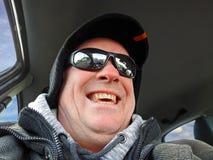 Hög chaufför som återupplever ungdom arkivbild