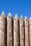 hög gammal träsharpevägg royaltyfri foto