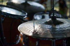 Hög-hatt cymbaler under konsert Arkivbild