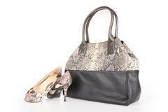 Hög-heeled kängor och handväska Arkivfoton